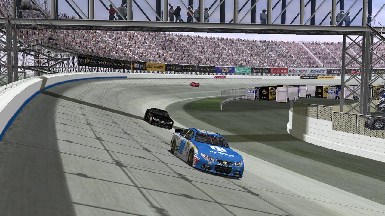 Speedyman11 looks on lap car ltfireman1604. (Credit: DusterLag / HeatFinder)