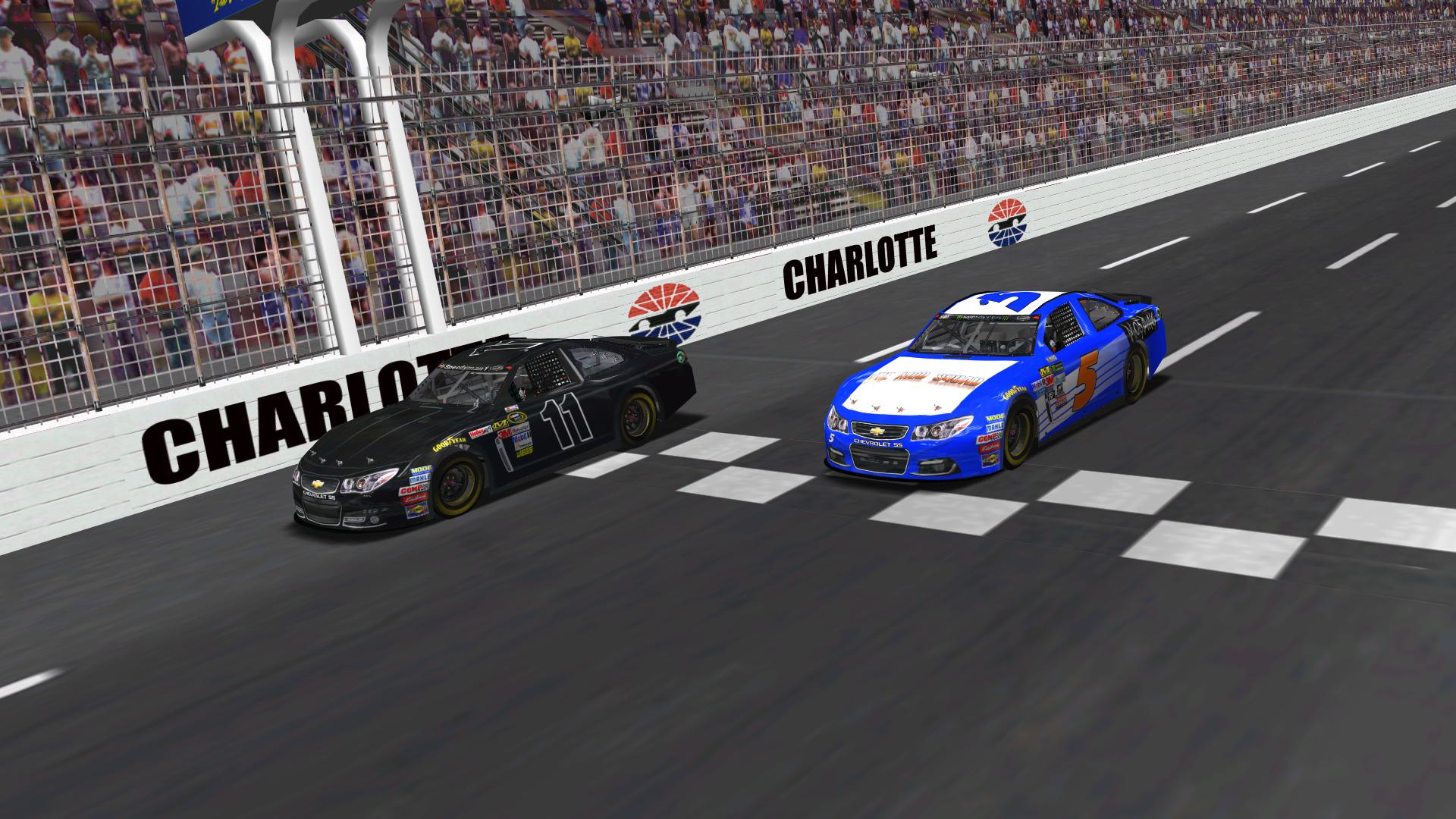 Speedyman11 races with Donaldson at Charlotte Motor Speedway. (Credit: DusterLag / HeatFinder)