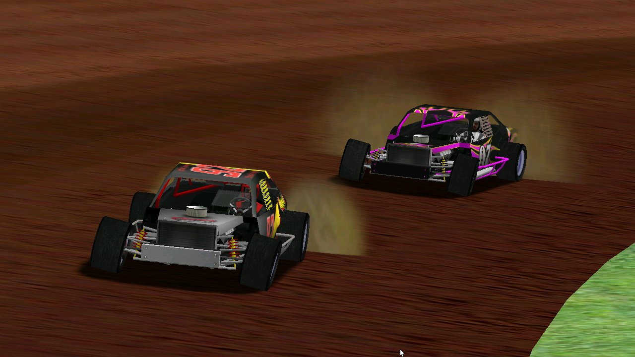 BlackKnight leading Grumpy at Lassiter Speedway with a mouse looking on (Credit: Grumpy / HeatFinder)